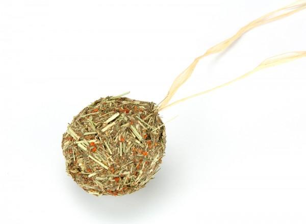 Knabberkugel aus Timothy-Heu mit Kräutern und Karotten, getreidefrei